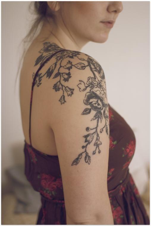 Tatoo paule bras femme mod les et exemples - Tatouage femme epaule discret ...