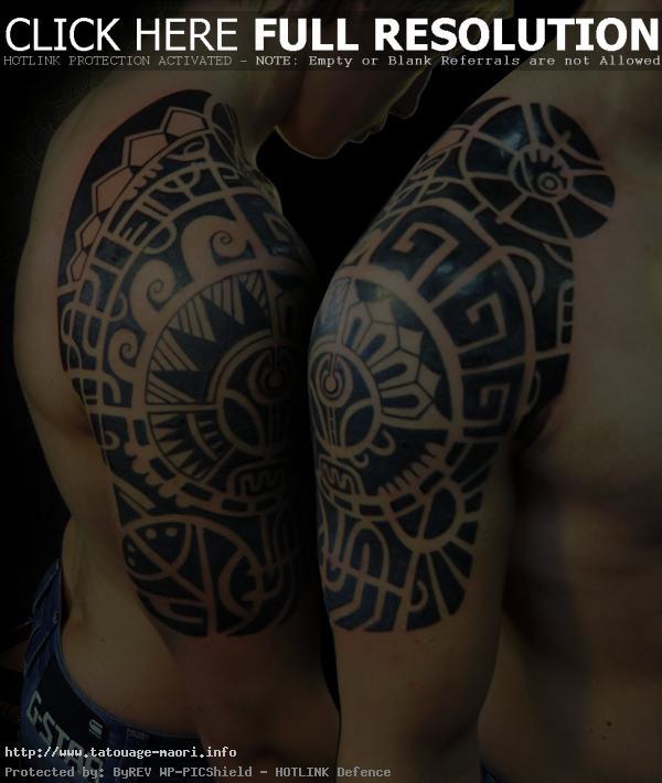 Tatoo polynésien épaule bras