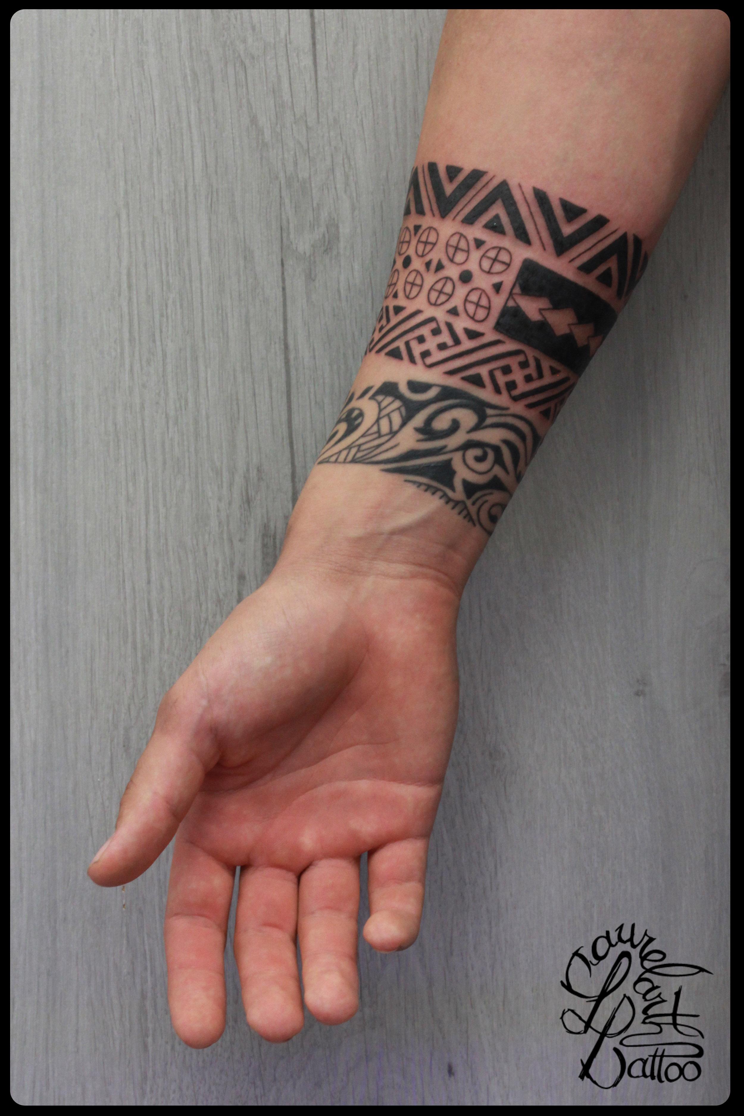 Tatouage avant bras homme tribal galerie tatouage - Tatouage tour de bras ...