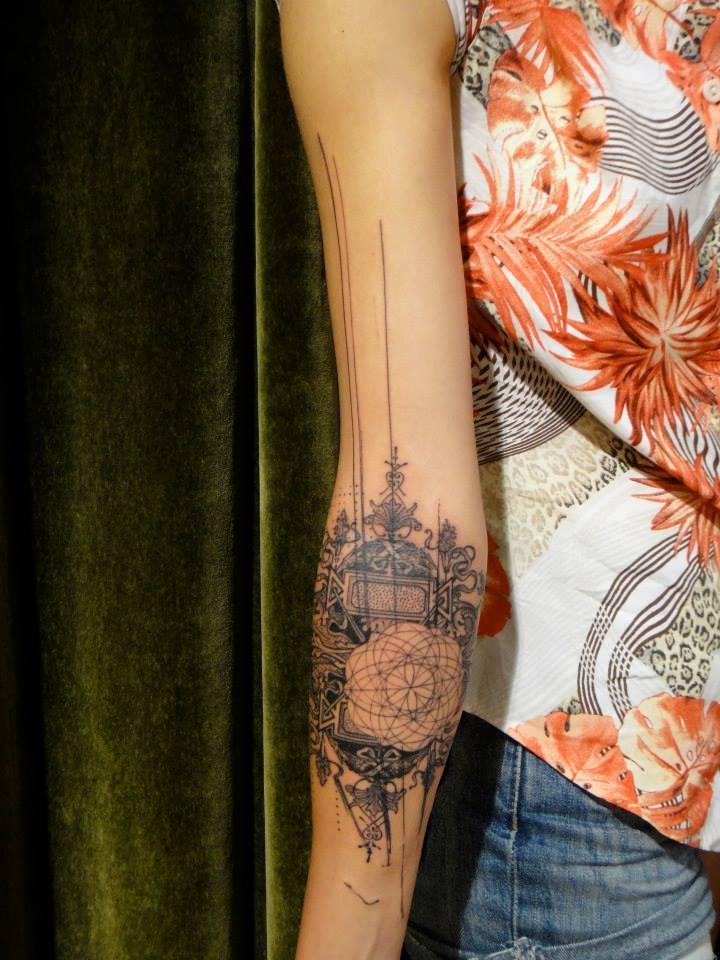 tatouage avant bras femme rose mod les et exemples. Black Bedroom Furniture Sets. Home Design Ideas