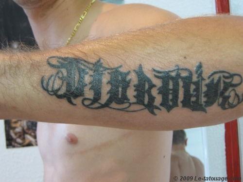 Tatouage avant bras homme prenom - Tatouage avant bras prenom ...