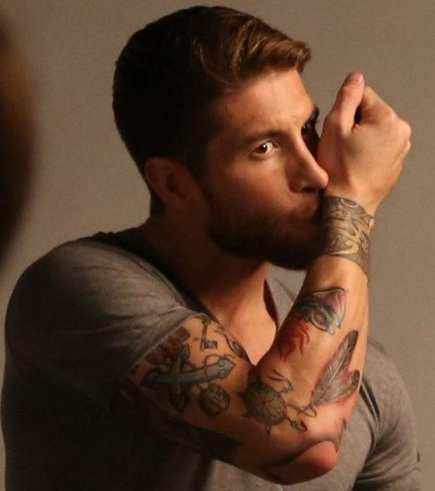 Tatouage avant bras joueur foot mod les et exemples - Signification tatouage tour de bras ...