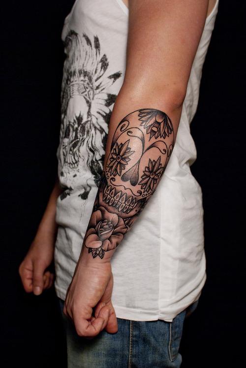 tatouage avant bras rose