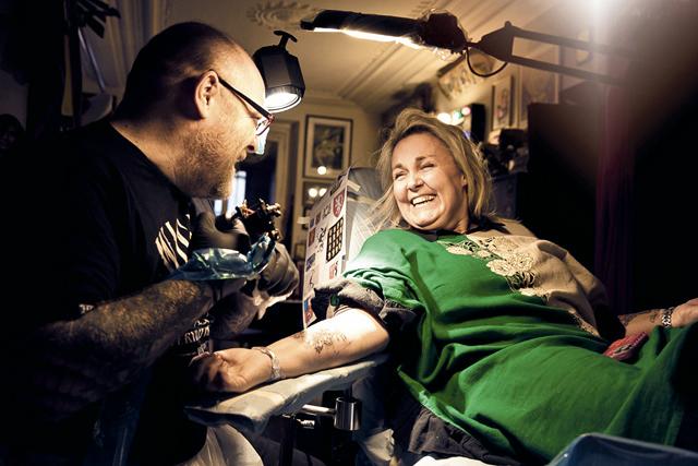 tatouage avant bras valerie damidot mod les et exemples. Black Bedroom Furniture Sets. Home Design Ideas