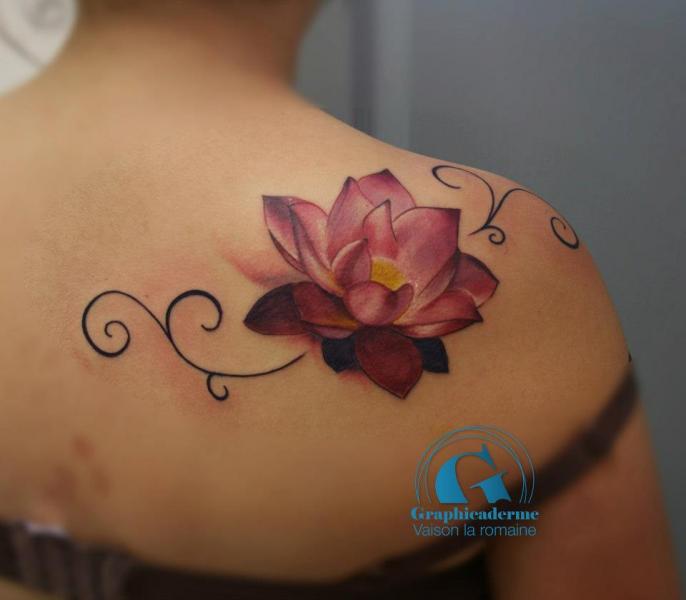 tatouage bas du dos fleur de lotus mod les et exemples. Black Bedroom Furniture Sets. Home Design Ideas