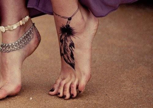 Tatouage bracelet cheville plume