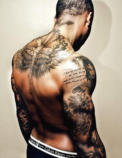 Tatouage bras paule dos mod les et exemples - Tatouage haut du dos homme ...