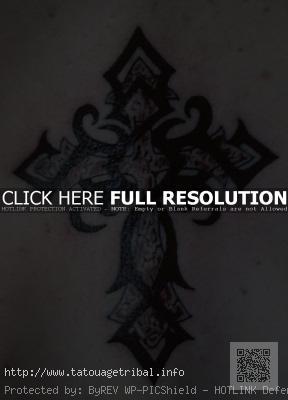 Tatouage croix celtique tribal
