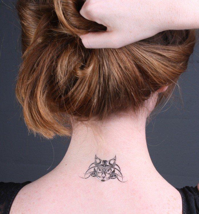 Tatouage discret femme cou - Modèles et Exemples