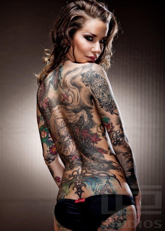 tatouage dos complet femme