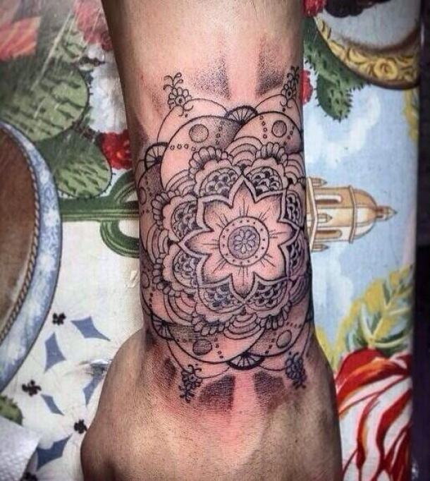 Tatouage fleur indienne