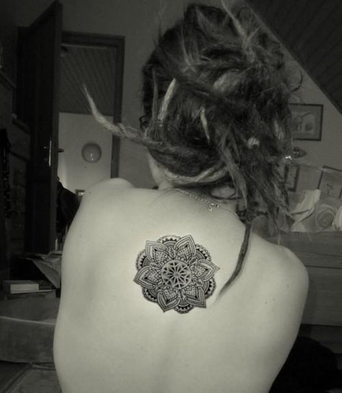 tatouage fleur mandala
