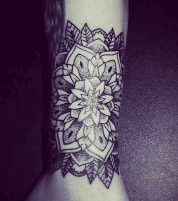 tatouage tour de bras homme tattoo design bild. Black Bedroom Furniture Sets. Home Design Ideas