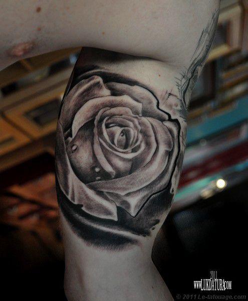 Tatouage fleur rose noire - Modèles et Exemples