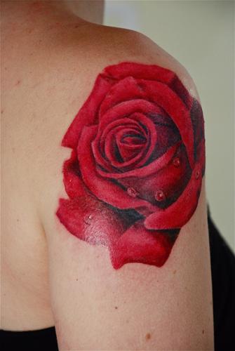 tatouage fleur rose rouge mod les et exemples. Black Bedroom Furniture Sets. Home Design Ideas