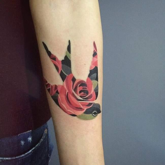 tatouage hirondelle et rose