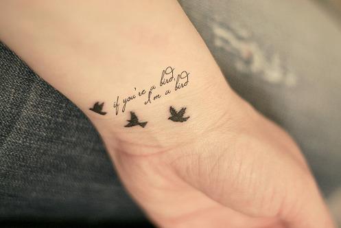tatouage hirondelle libert mod les et exemples. Black Bedroom Furniture Sets. Home Design Ideas