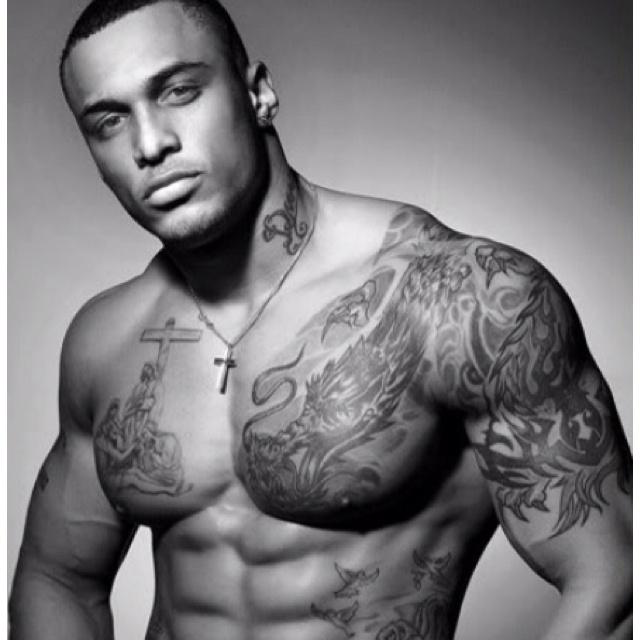 Tatouage Homme Pectoraux Bras Modeles Et Exemples