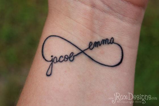 tatouage initiale infini