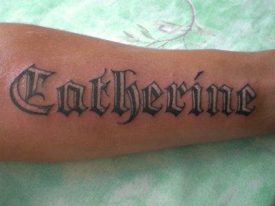 Tatouage lettrage avant bras mod les et exemples - Tatouage representant la famille ...