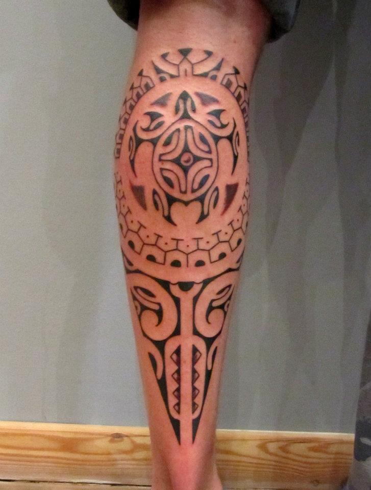 Tatouage mollet homme polyn sien mod les et exemples - Photo tatouage homme ...