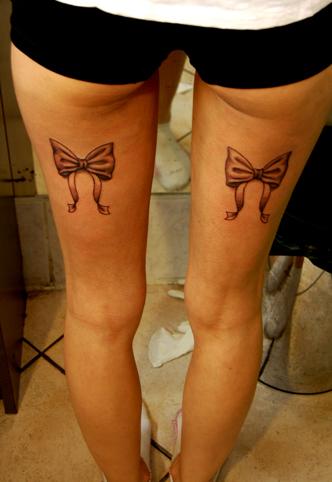tatouage noeud cuisse femme