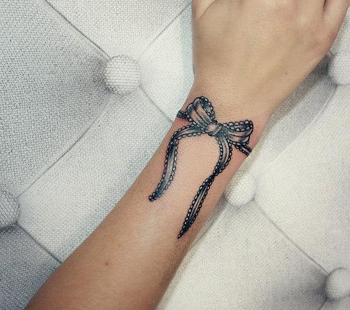 Tatouage noeud ruban poignet - Modèles et Exemples