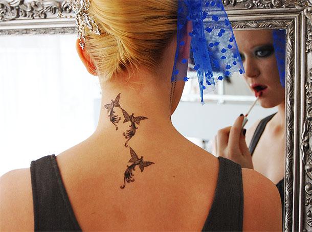 Tatouages Femme Cou