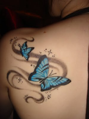 tatouage omoplate papillon