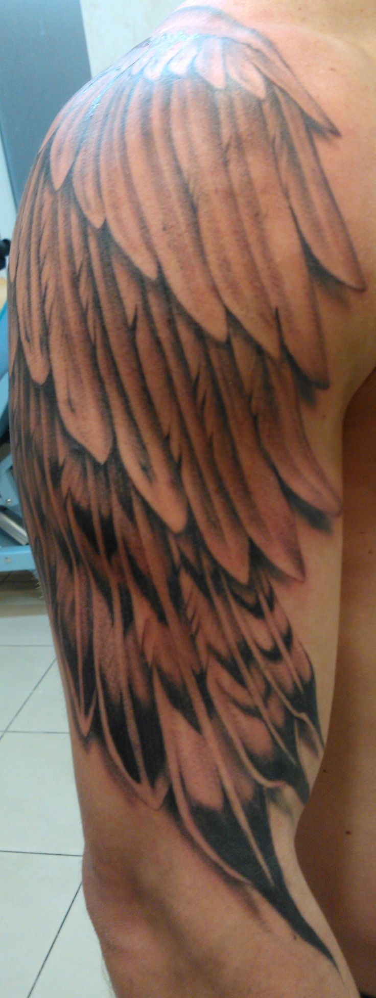 Tatouage ailes d ange dos femme fashion designs - Tatouage aile d ange homme ...