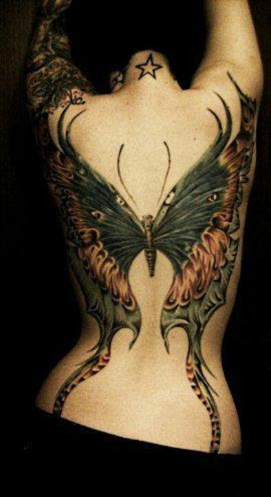 Tatouage papillon gothique