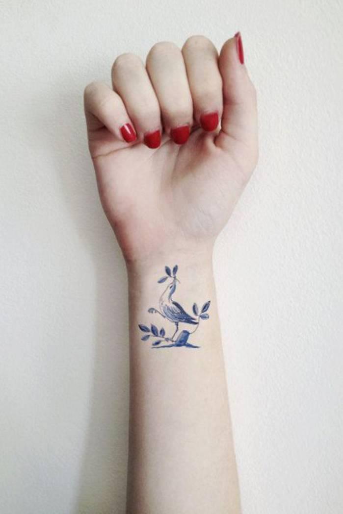 tatouage poignet femme mod les et exemples. Black Bedroom Furniture Sets. Home Design Ideas