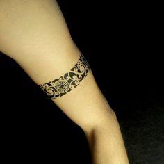 Tatouage tour de bras femme mod les et exemples - Tatouage tour de bras ...