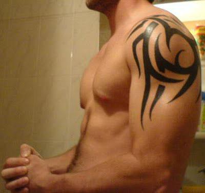 Tatouage Tribal Homme Cou Epaule Modeles Et Exemples