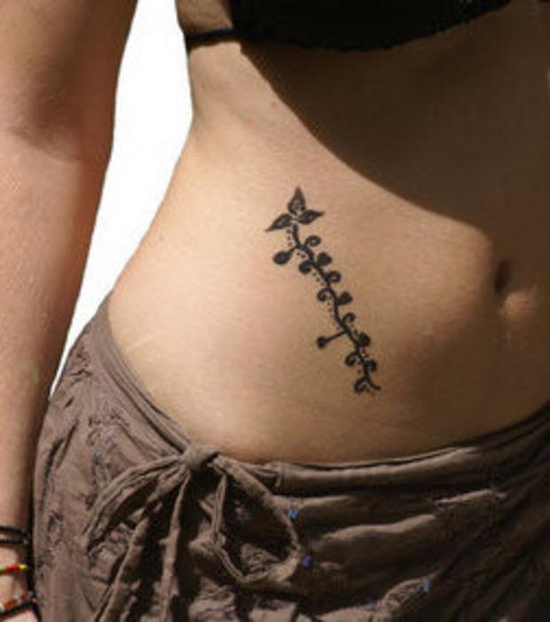 tatouage ventre femme mod les et exemples. Black Bedroom Furniture Sets. Home Design Ideas